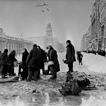 Leningradczycy na Prospekcie Newskim (fot. domen publiczna)