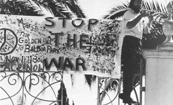 Protesty w USA przeciwko wojnie przybierały na sile - administracja nie mogła eskalować konfliktu w nieskończoność.