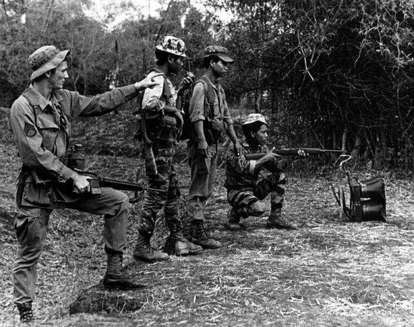Początkowo Amerykanie angażowali się jedynie w roli doradców i szkoleniowców.