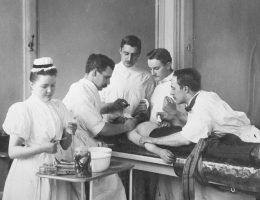 Eksperymenty na ludziach od zawsze były kołem zamachowym postępu w medycynie. Ale czy na pewno zawsze były konieczne? (zdjęcie poglądowe)