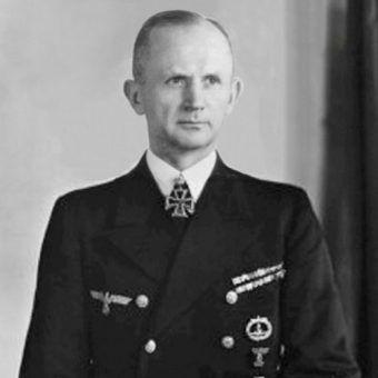 Przed śmiercią Hitler wyznaczył Karla Dönitza na swego następcę.