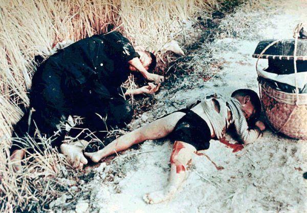 W My Lai Amerykanie dokonali rzezi bezbronnych mieszkańców, w tym starców, kobiet i dzieci.