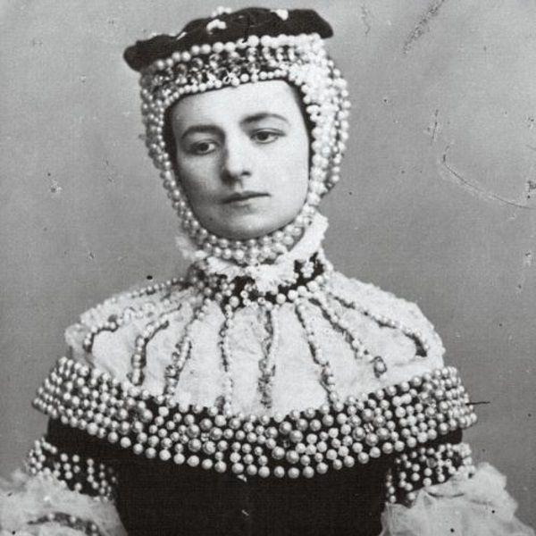 Helena Modrzejewska jako Barbara Radziwiłłówna w 1865 roku (fot. domena publiczna)