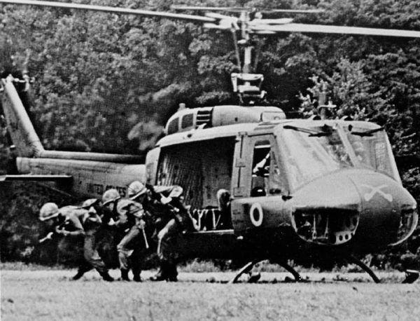 W Wietnamie helikoptery siały zniszczenie. Na zdjęciu Bell UH-1D.