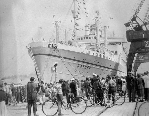 Jedną ze swych miłości – marynarza Jana Strzembosza – Ordonka poznała na pokładzie Batorego.