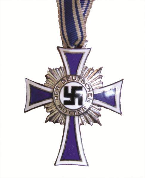 Krzyż Matki nazywano kpiąco Orderem Królika.