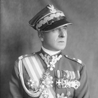 Bolesław Wieniawa-Długoszowski zaczynał karierę wojskową jako osobisty adiutant Józefa Piłsudskiego.