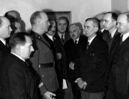 Mikiciński przez pierwsze miesiące istnienia rządu Sikorskiego był jego najbardziej zaufanym emisariuszem.