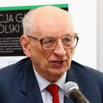 Władysław Bartoszewski po 1989 roku zaangażował się w polityke.