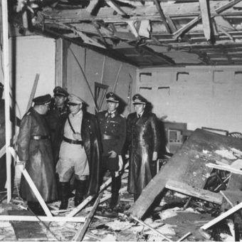 W wyniku wybuchu sala konferencyjna, w której Hitler odbywał narady, została niemal doszczętnie zniszczona.