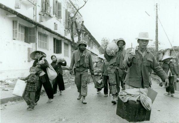Nie wszyscy mieszkańcy miasta zareagowali z entuzjazmem na wkroczenie komunistów. W czasie bitwy wiele osób ewakuowano z miasta.