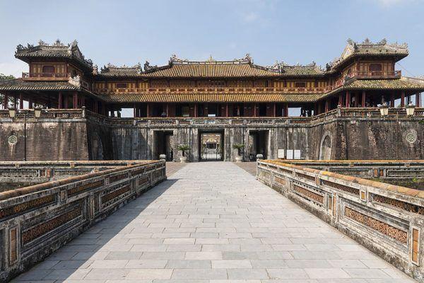 Hue jest jednym z najważniejszych miast Wietnamu, dawną stolicą, pełną bezcennych zabytków architektury.
