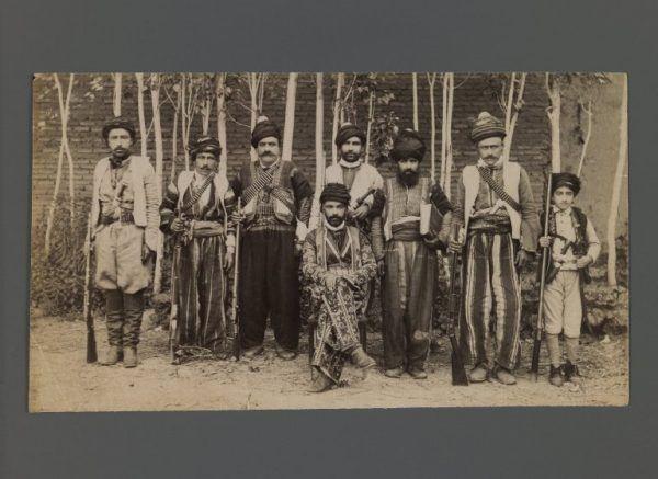 Kurdyjscy żołnierze. Fotografia datowana pomiędzy rokiem 1876 i 1925 (fot. domena publiczna)