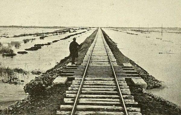 Droga na Kołymę była wieloetapowa. Podróżowano różnymi środkami transportu, między innymi pociągiem.