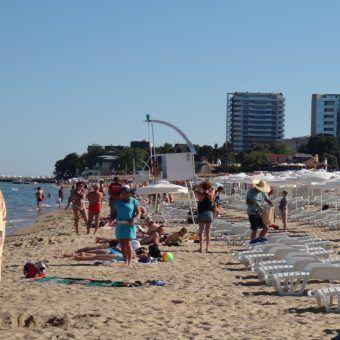 Po smutnych realiach peerelu bułgarskie kurorty, jak Złote Piaski (na zdjęciu) wydawały się rajem urlopowym i... handlowym (fot. karel291, lic. CCA 3.0 U)