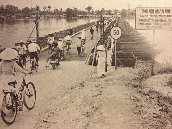 Dopiero przełom w walkach umożliwił Amerykanom zbudowanie mostu pontonowego na rzece Perfumowej.