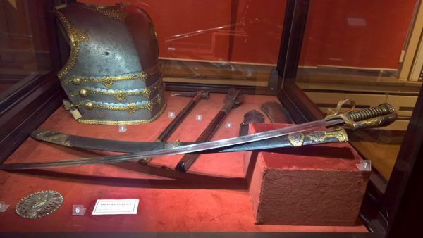 Dobra szabla kosztowała fortunę. Na zdjęciu pancerz oraz uzbrojenie husarza ze zbiorów Muzeum Narodowego w Krakowie.
