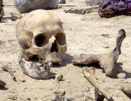 Szczątki znalezione w masowym grobie w Zahko, w irackim Kurdystanie. (fot. James Gordon, lic. CC BY 2.0)
