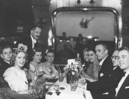Uczestnicy balu filmu polskiego z 1939 roku (fot. domena publiczna)