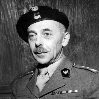 Tadeusz Bór-Komorowski wydał rozkaz o wybuchu Powstania Warszawskiego.
