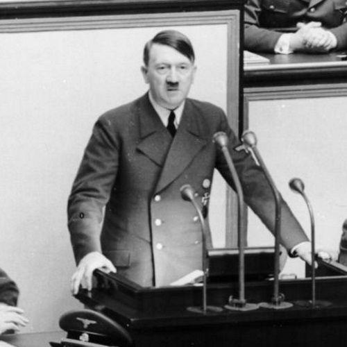Z roku na rok stan zdrowia Adolfa Hitlera coraz bardziej się pogarszał. Nie przeszkadzało mu to jednak w prowadzeniu aktywnej polityki.