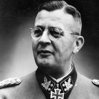 Erich von dem Bach-Zelewski był odpowiedzialny za stłumienie Powstania Warszawskiego.