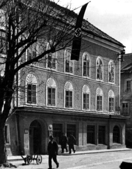 W tym domu w przygranicznej miejscowości Brunau w Austrii urodził się Adolf Hitler.