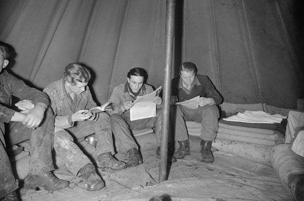 W czerwcu 1945 roku Mengele trafił do obozu jenieckiego. Zdjęcie poglądowe.