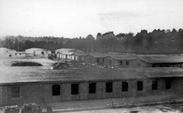 W poniemieckim obozie w Potulicach w latach 1945-1950 ponad połowę osadzonych stanowiły dzieci poniżej 15 roku życia! Na zdjęciu budowa obozu niemieckiej Centrali Przesiedleńczej w Potulicach.