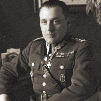 Stanisław Maczek (1982–1994) wsławił się podczas bitwy pod Falaise.
