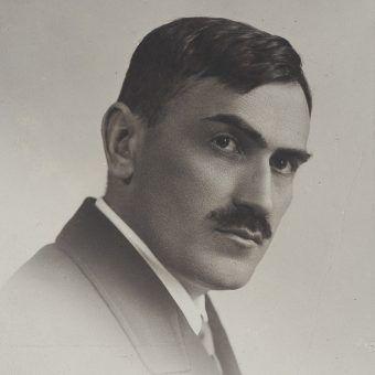Tadeusz Boy-Żeleński z wykształcenia był lekarzem.