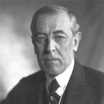 Woodrow Wilson przez dwie kadencje zajmował stanowisko prezydenta USA.