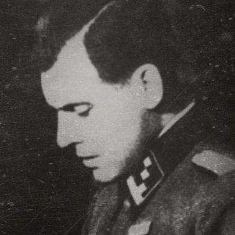 """Zbrodnie Josefa Mengelego mrożą krew w żyłach. Na ilustracji fragment okładki książki """"Mengele. Polowanie na Anioła Śmierci""""."""