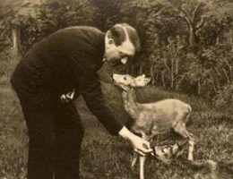 Miłość do zwierząt skłoniła Hitlera do porzucenia jedzenia mięsa. Ale dyktator miał też inny, bardziej egoistyczny powód do zmiany diety.