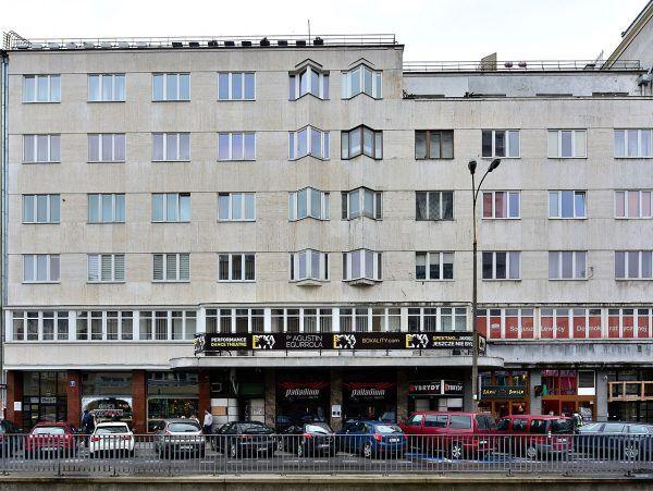 Sławomir Petelicki w młodości był... bramkarzem w klubie Hybrydy, który mieści się w budynku na zdjęciu.