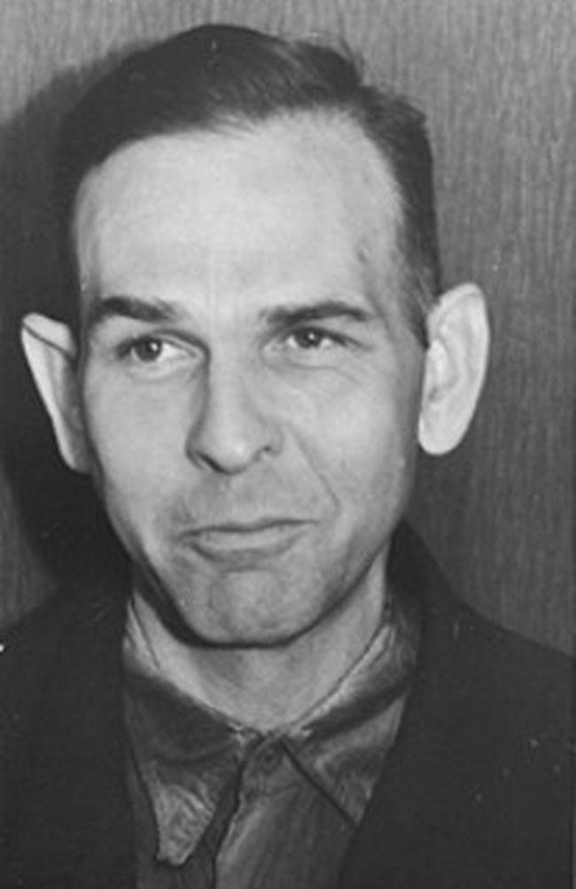 Przełożonych z SS nie obchodziły zbrodnie Amona Götha, jednak jego lepkie ręce sprawiły, że utracił zaufanie zwierzchników.