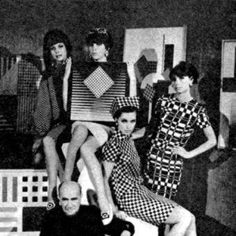 Modelki w sukienkach op-art 1966 r. (fot. domena publiczna)
