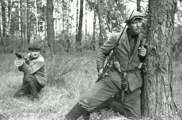 Walcząc z sowiecką partyzantką na Białorusi dirlewangerowcy mordowali, palili, gwałcili i rabowali. Na zdjęciu z 1943 roku członkowie sowieckiego ruchu oporu.