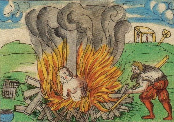 Śmierć na stosie była - i nadal jest - jednoznacznie kojarzona z karą za paranie się czarami.