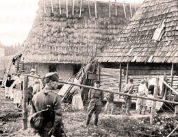 Wojsko przeprowadza deportację Ukraińców w ramach Akcji Wisła, kwiecień 1947 (fot. domena publiczna)
