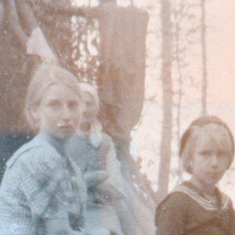 Wspomnienia ludzi, którzy przeżyli wołyńską rzeź budzą grozę. Na zdj. ocaleni mieszkający w obozie samoobrony Przebraże (zdj. stanowi fragment wystawy poświęconej rzezi wołyńskiej z Sanoka).