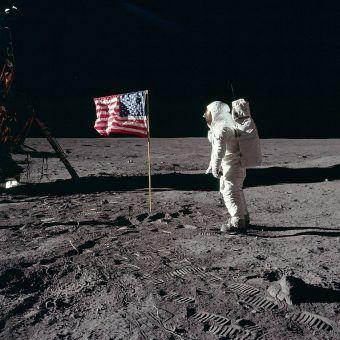 Buzz Aldrin na Księżycu podczas misji Apollo 11.