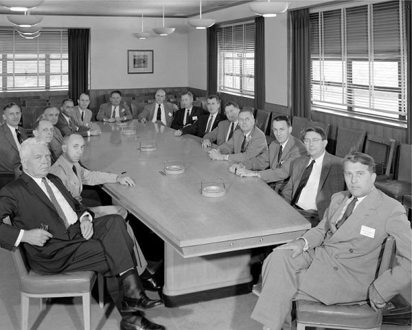 W 1958 roku, kiedy powstało powyższe zdjęcie specjalnego komitetu NASA, niewiele osób pamiętało o zbrodniczej przeszłości von Brauna (pierwszy z prawej).