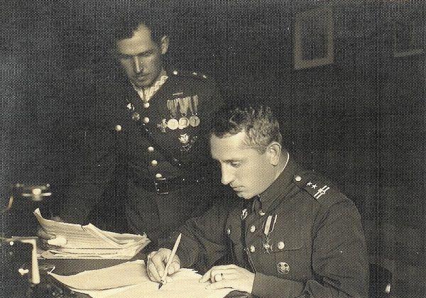 Kazimierz Bąbiński nie znał podległego mu terenu, co również przyczyniło się do opóźnienia akcji ratunkowej. Na zdj. oficerowie baonu KOP Troki: ppłk K. Bąbiński i por. S. Zalfresso-Jundziło, Troki 1934 rok.