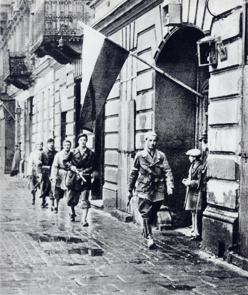"""Patrol plutonu """"Agaton"""". Na czele Stanisław Jankowski. Pierwsze dni sierpnia 1944."""
