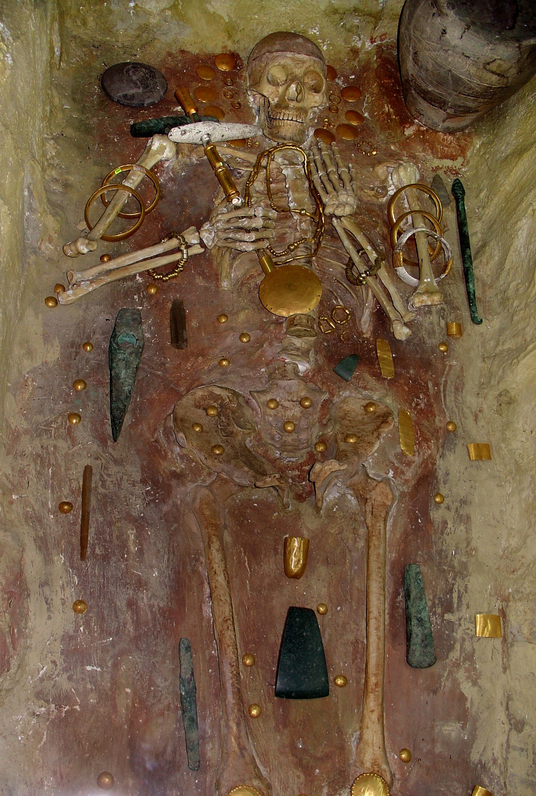 Część grobów na prehistorycznym cmentarzysku niedaleko Warny zawierała prawdziwe skarby.