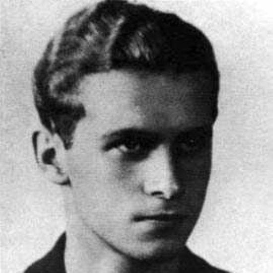 Krzysztof Kamil Baczyński w maju 1939 roku dopiero zdał maturę.