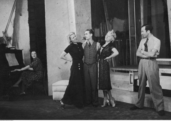 """Inę Benitę podziwiano za urodę, ale doceniano też jej grę aktorską. Na zdjęciu próba do komedii muzycznej """"Na fali Eteru"""" Pawła Leone'a w Teatrze Malickiej w Warszawie."""