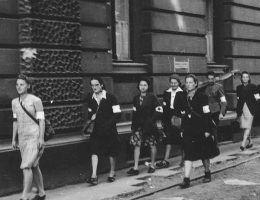 W powstaniu warszawskim wzięło udział około 11 tysięcy kobiet.