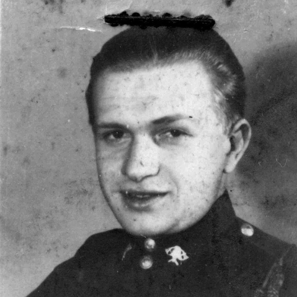 """Edmund Baranowski """"Jur"""" walczył między innymi na Woli, w Śródmieściu i na Czerniakowie. Zdjęcie z książki """"Powstańcy""""."""